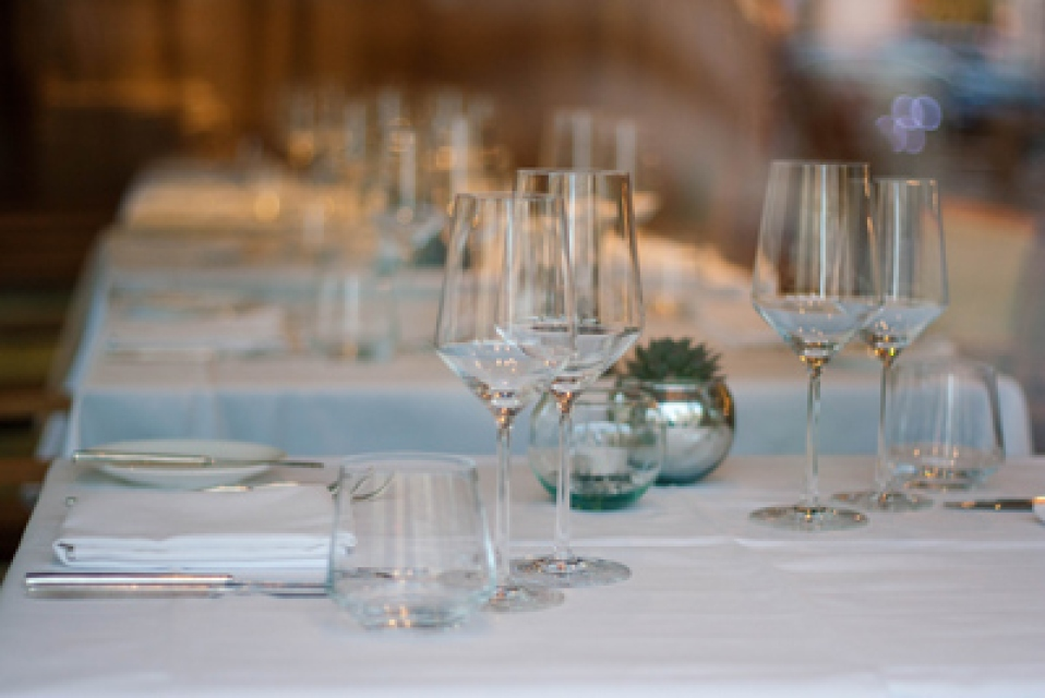 Las copas en el ambiente de vinos del restaurante