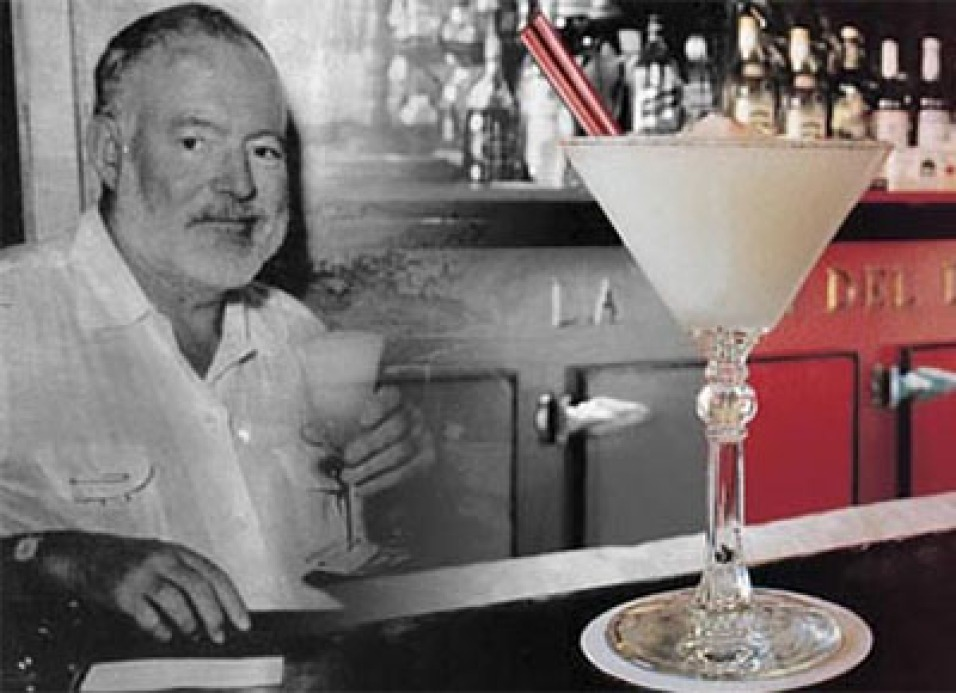 Hemingway tomando Daiquirí